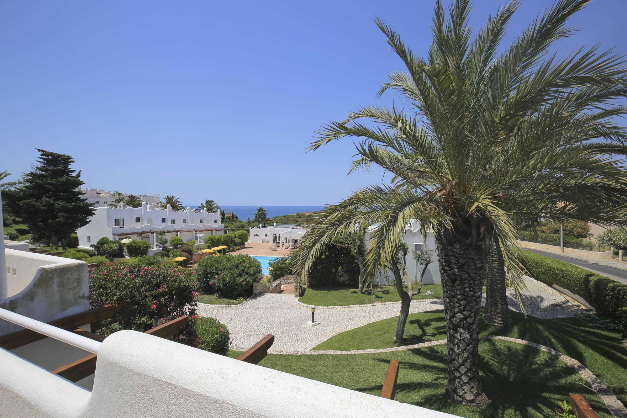 Villa Gaivotta T2 Sea view Algarve-balcony- enneking premium rentals